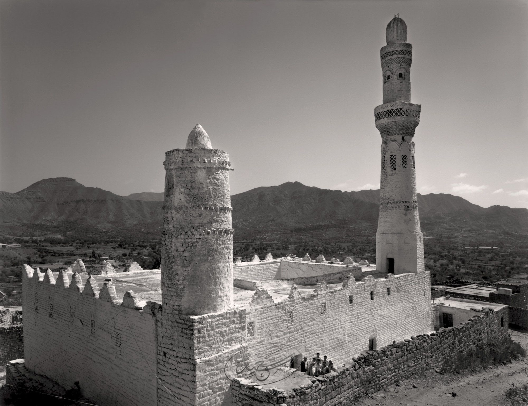 <i>Mukhtâr</i> & men gathered at door of mosque in village near Ibb. Yemen.